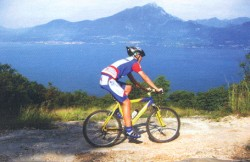 Per mountain-bike langs Lake Garda